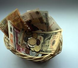 Peniaze a služby