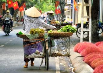 Hanoi, pouliční prodavač